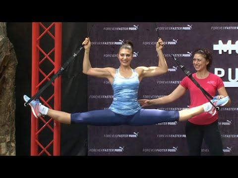 Jacqueline Fernandez's HARD body workout video.